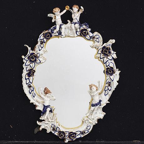 Spegel 1900-talets mitt porslin.