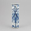 A blue and white porcelain beaker vase, qing dynasty, late 19th/early 20th century.