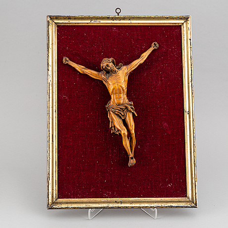 A carved wood crucifix, 17th/18th century.