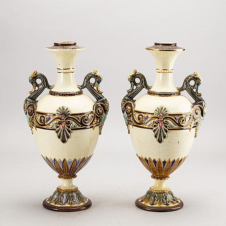 Unror/vaser ett par rörstrand omkring 1900 majolika.