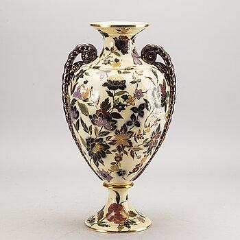 A Röstrand majolica vase around 1900.