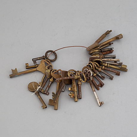 A collection of 29 brass keys, 19th/20th century,