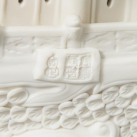 An oriental boat sculpture in porcelain.