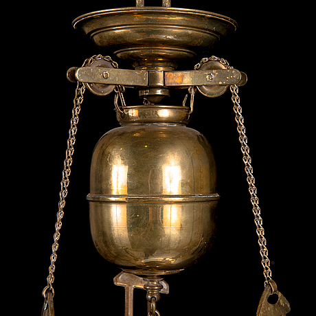 An early 20th century oil lamp.
