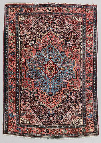 A rug, semi-antique bidjar, ca 157 x 110 cm.