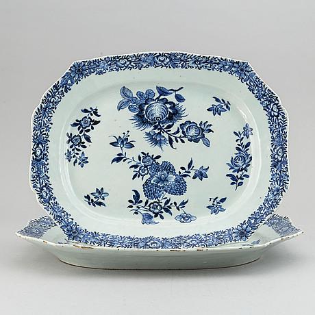 Stekfat, två stycken, kompaniporslin. qingdynastin, qianlong (1736-95).