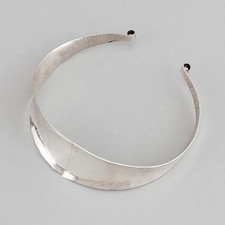 Claës e. giertta, a sterling silver necklace.