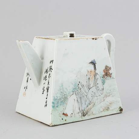A chinese qianjiang enameled porcelain teapot with cover, republic.