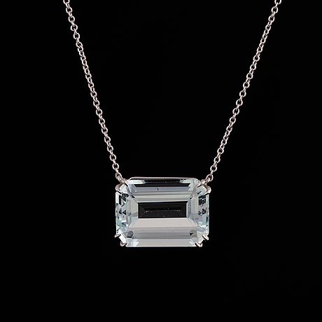 Collier with emerald-cut aquamarine.