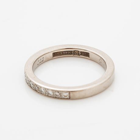 Brilliant-cut diamond half eternity ring.