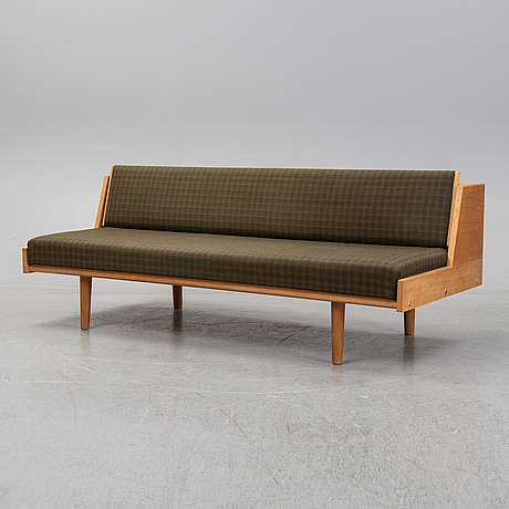A mid 20th century 'ge-258' sofa/daybed by hans j wegner for getama, designed 1954.
