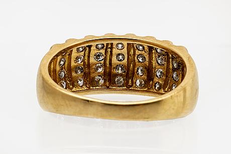 Ring 18k guld med briljanter ca 0,40 ct totalt.