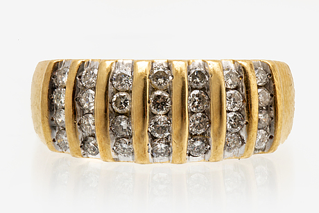 Ring 18k gold with brilliant-cut diamonds approx 0,40 ct in total.