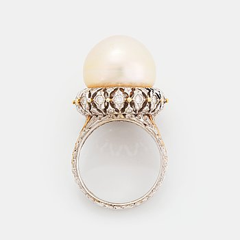 406. An 18K gold ring set with a cultured pearl and round brilliant-cut diamonds.