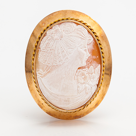 Two brooches and a ring, 14k and 18k gold and sea shell cameos.