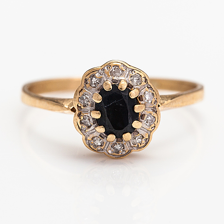A 14k gold ring with a sapphire and a diamonds ca. 0.10 ct in total.