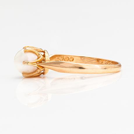 A 14k gold ring with a cultured pearl. kultakeskus, hämeenlinna 1982.