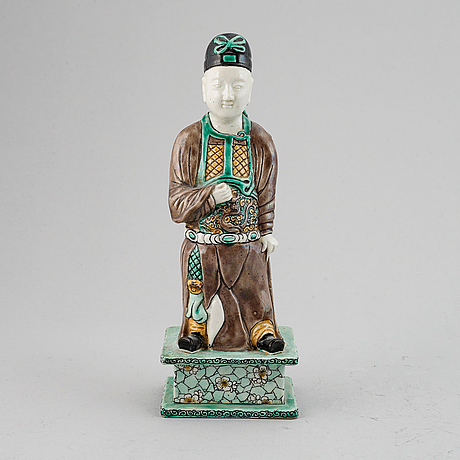 A porcelain figure of a scholar, qing dynasty, 18th century.