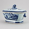 A blue and white tureen with cover, qing dynasty, 19th century.