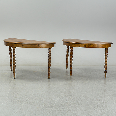 A two-piece birch dining table from around the year 1900.