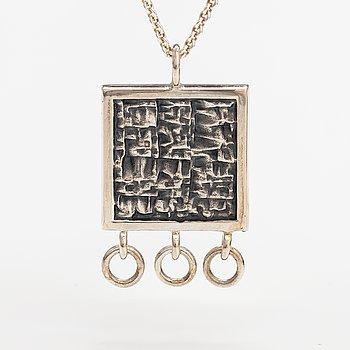 Jorma Laine, A silver necklace. Kultateollisuus, Turku 1966.