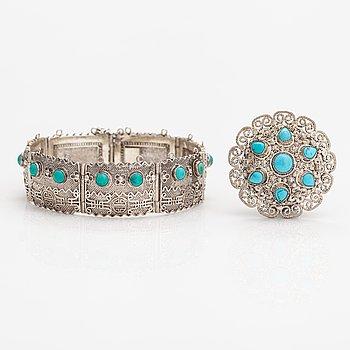Armband och brosch, silver och turkoser. Kina.