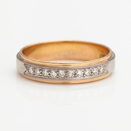 An 18k gold ring with diamonds ca. 0.15 ct in total. juvel-magnus henån 1967.