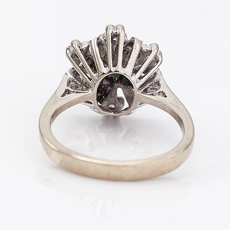Sormus, 18k valkokultaa, safiiri ja timantteja n. 0.03 ct yht.