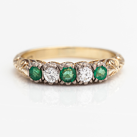 A 14k gold ring with diamonds ca. 0.20 ct in total and emeralds.