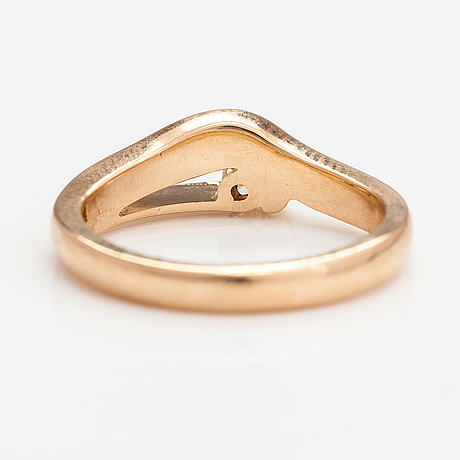 An 18k gold ring with a ca. 0.16 ct diamond. guldsmed björn nilsson ab, kristiansand 2010.