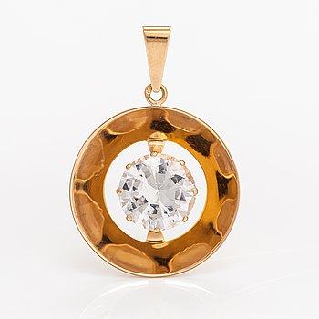 An 18K gold pendant with a synthetic spinelle. Salovaara kultasepät, Kaarina.