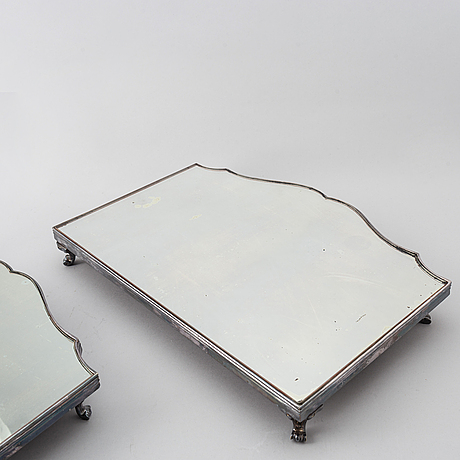 A 20th century silver plated mirror plateau.