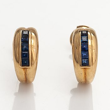 A pair of 18K gold earrings with sapphires.