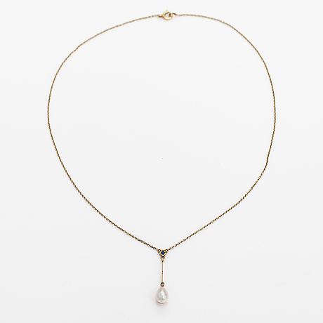 An 18k gold neckalce with a sapphire and cultured pearl.