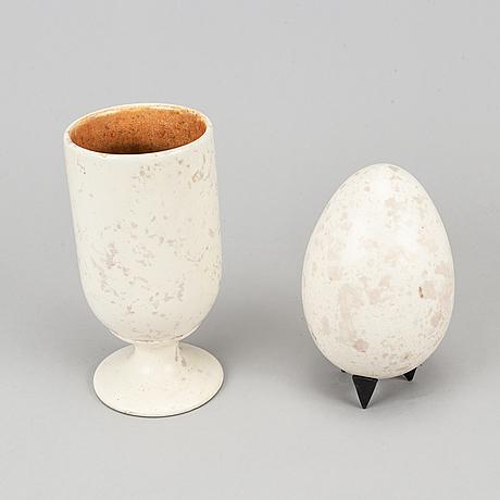 Hans hedberg, skulptur, ägg samt vas / äggkopp, fajans, biot, frankrike.