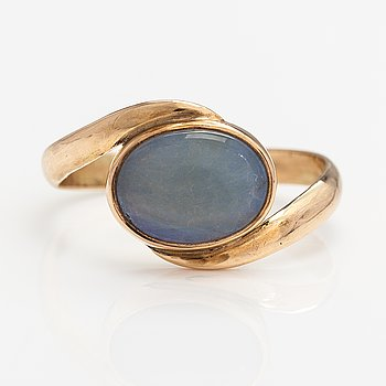 A 14K gold ring with an opal. Lagercrantz Jewellery, Tammisaari 2012.