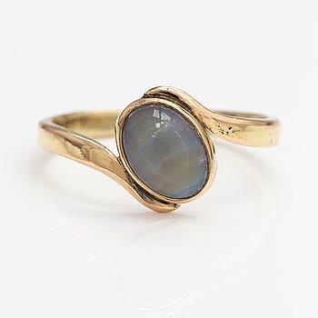 A 14K gold ring with an opal. Lagercrantz Jewellery, Tammisaari 2008.