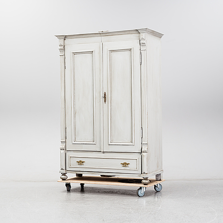 A cabinet from around 1900.