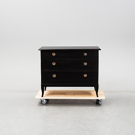 A early 20th century chest of drawers.