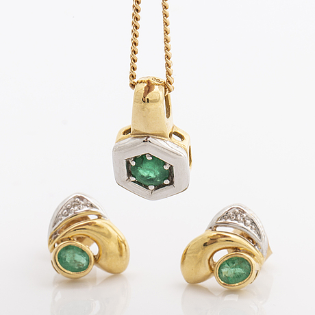 Pendant and earrings 18k gold with emeralds and 2 single-cut diamonds, chain metal.