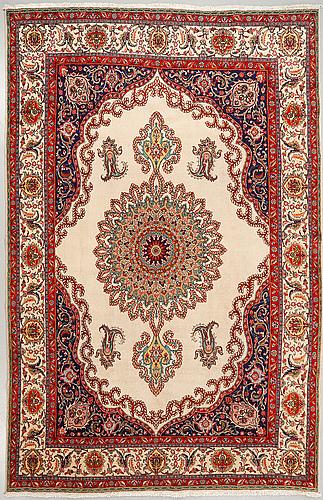 A carpet, azerbajdzjan, ca 398 x 300 cm.