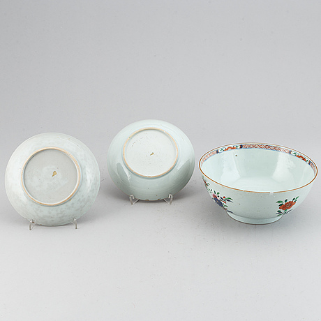 A pair of famille rose dishes and an export porcelain bowl, qing dynasty, qianlong (1736-95).