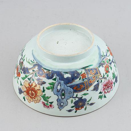Skålfat, ett par, samt skål, kompaniporslin. qingdynastin, qianlong (1736-95).