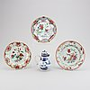 Three famille rose plates and one export porcelain pot with cover, qing dynasty, qianlong (1736-95).