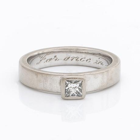 Ring 18k whitegold 1 princess-cut diamond 0,26 ct tw vs, liljeroths juvelform malmö 2006, appraisal enclosed.