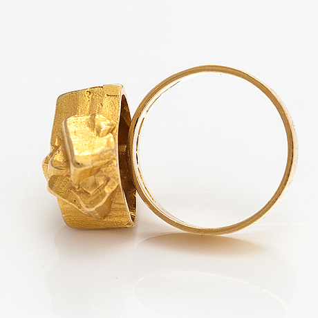 """Björn weckström, an 18k gold ring """"golden geranium"""". lapponia 1966."""