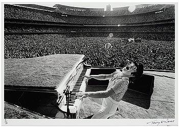 135. Terry O'Neill, 'Elton John, Dodgers Stadium, Howling', 1975.