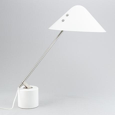 """Jørgen gammelgaard, bordslampa, """"swing vip"""", design forum 1983."""