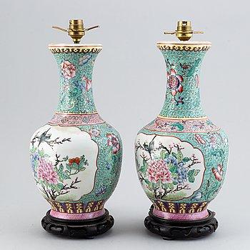 Bordslampor, ett par, porslin, Kina, 1900-talets andra hälft.
