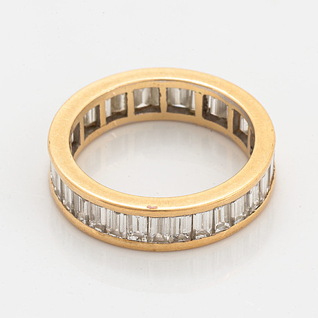 18k gold and baguette-cut diamond ring.